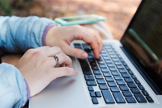 Sådan finder du en advokat online